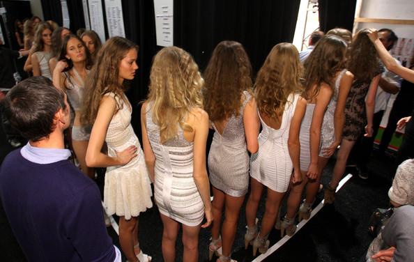 Herve+Leger+Backstage+Spring+2010+MBFW+MbSL9xnts_Nl