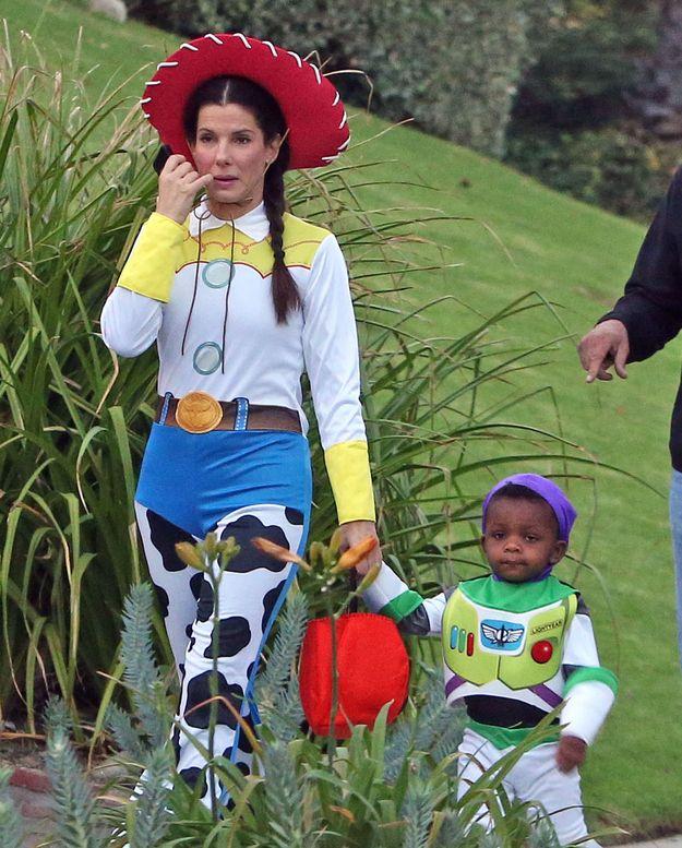 Adorabile il costume coordinato per Halloween: Jess e Buzz della saga di Toy Story