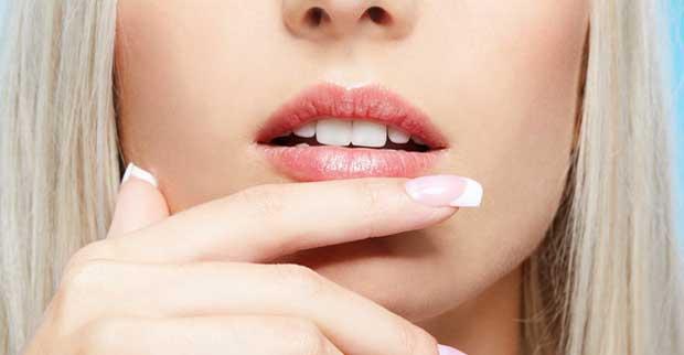 labbra-screpolate-e-secche-rimedi-e-cure-naturali-per-labbra-secche-e-screpolate-trattamenti-naturali