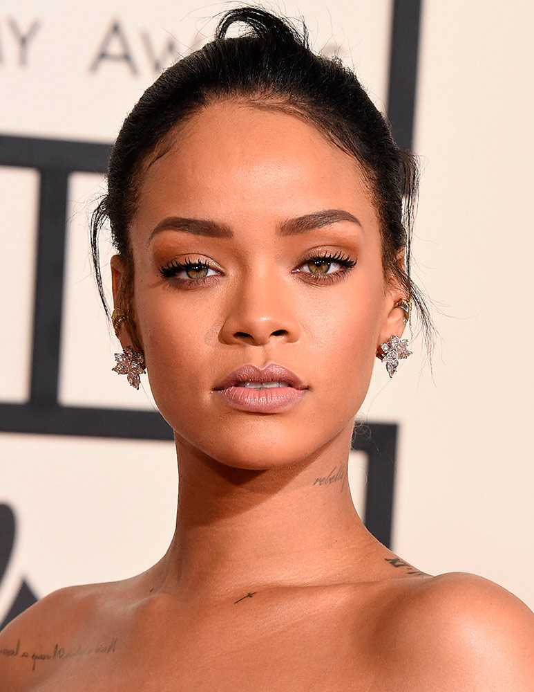 rihanna-arrives-at-the-the-57th-annual-grammy-awards-on-february-2015-getty__large
