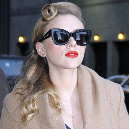 scarlett-johansson-vintage-hair-and-makeup-how-to-do-victory-roll-retro-beauty-trend