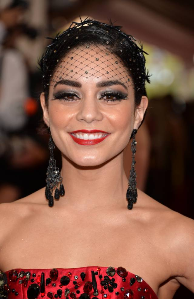 vanessa-hudgens-met-gala__iphone_640