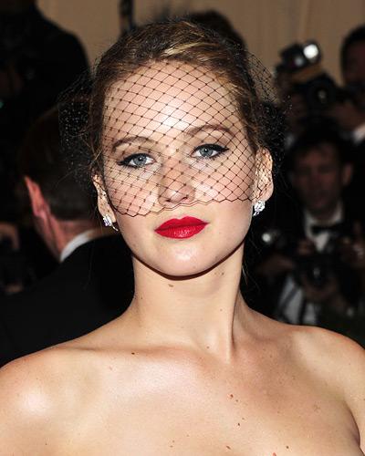 Jennifer-Lawrence-Red-Lipstick-2