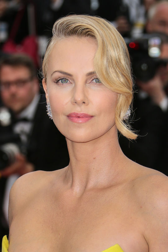 charlize-theron-cannes-makeup-w540