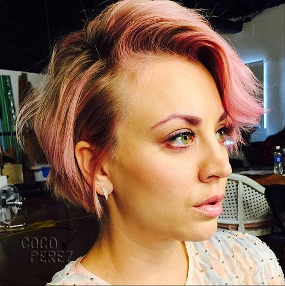 kaley-cuoco-pink-hair-and-eyebrows__oPt