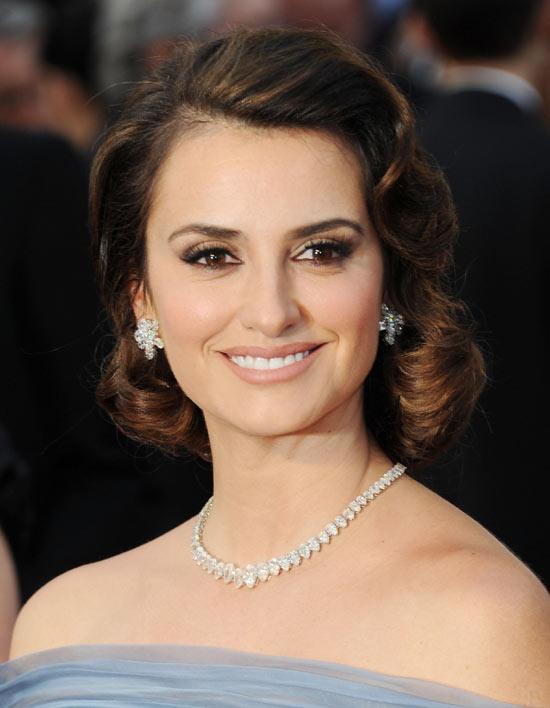 penelope-cruz-hair-makeup-2012-oscars