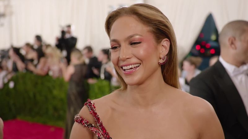 vogue_met-gala-jennifer-lopez-at-the-met-gala-2015