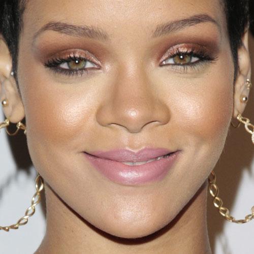 17-rihanna-makeup