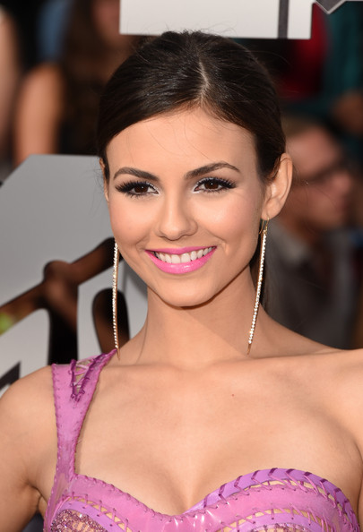 Victoria+Justice+Arrivals+MTV+Movie+Awards+qV9jPGLZbO9l