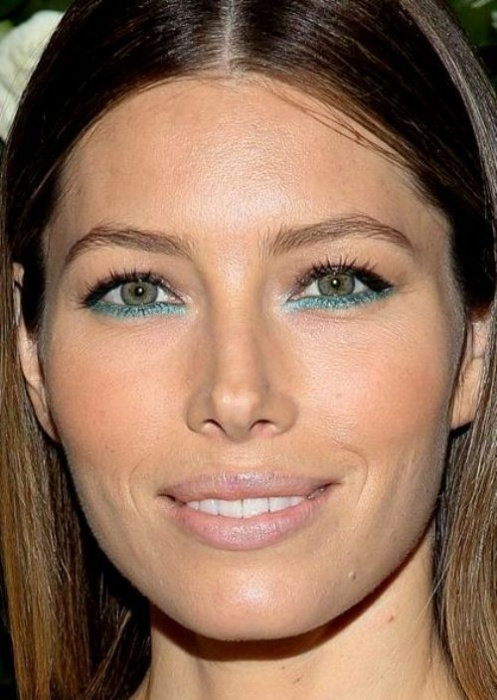 Best-celebrity-makeup-looks-for-green-eyes_05