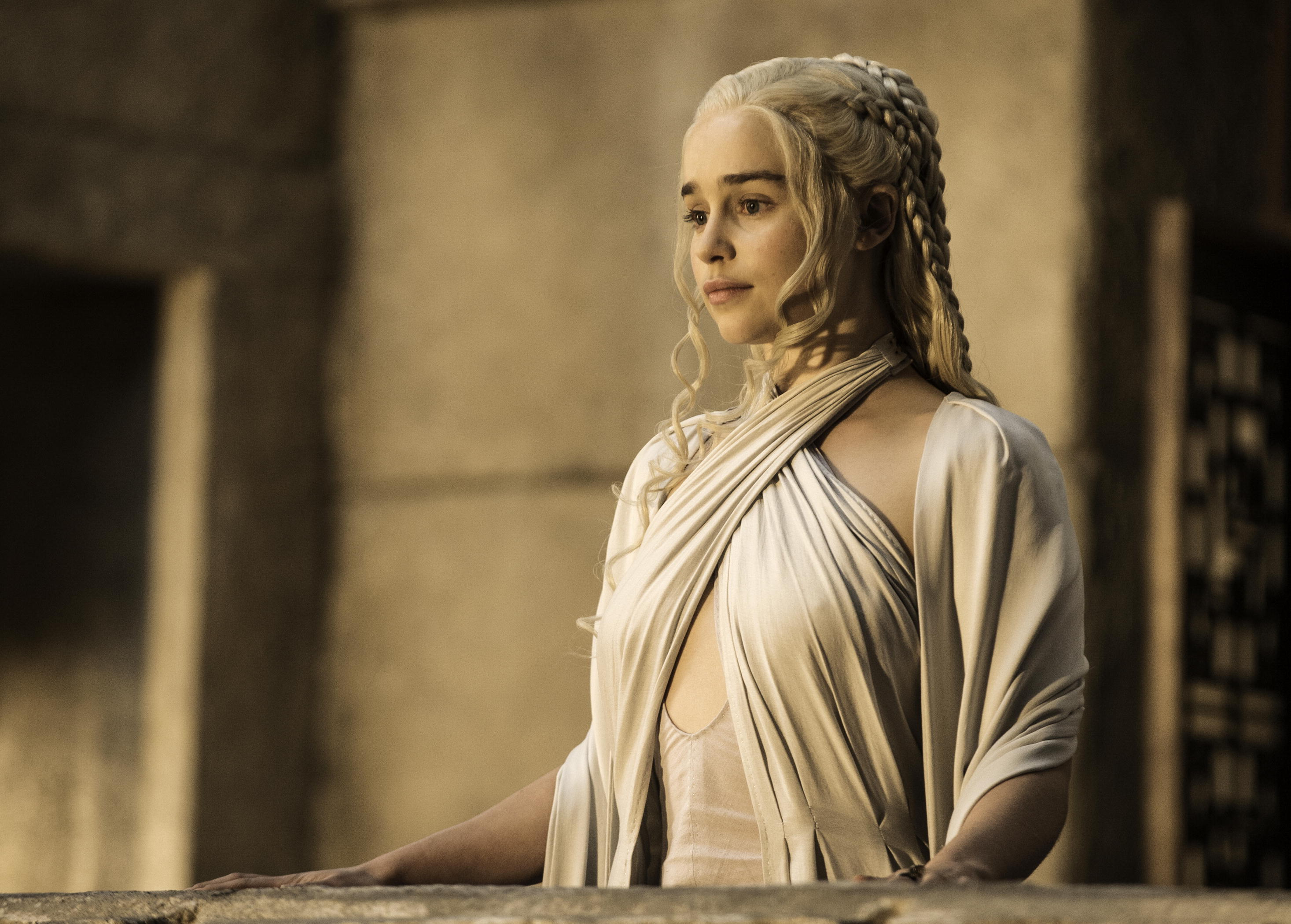 Emilia-Clarke-as-Daenerys-Targaryen_-photo-Helen-Sloan_HBO