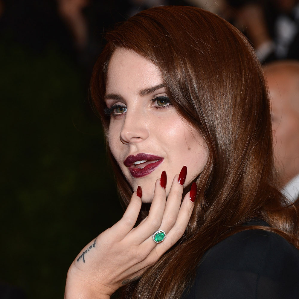 Looking-like-vampy-goddess-Lana-wore-dark-lip-trend-had