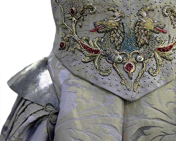 admirez-la-minutie-des-magnifiques-broderies-des-costumes-de-game-of-thrones39