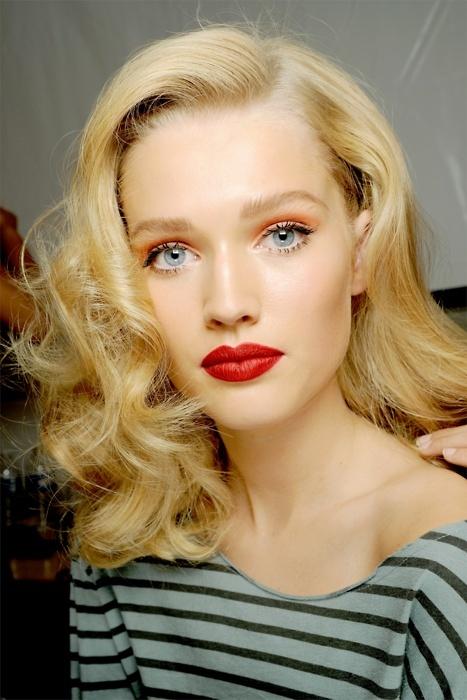 orange-eyeshadow-red-lips