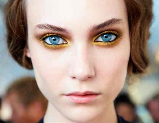 Ombretto-oro-make-up-occhi-azzurri