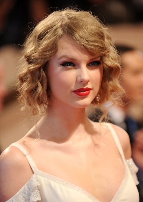 Taylor-Swift-Cute-Curly-Updo-Hairstyle
