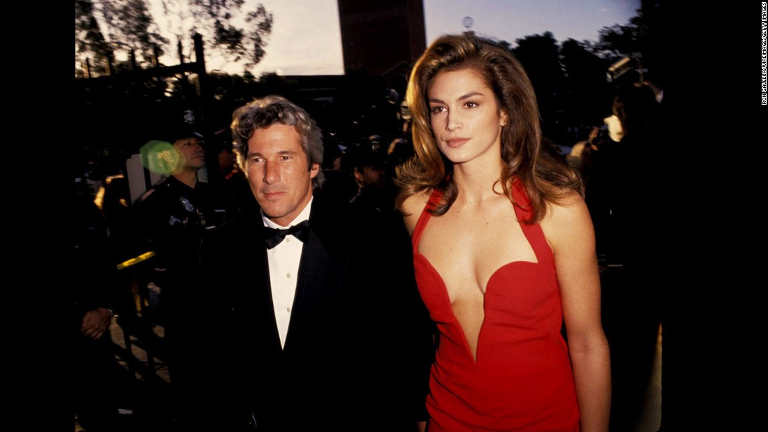 150216101625-restricted-03-cindy-crawford-0216-super-169
