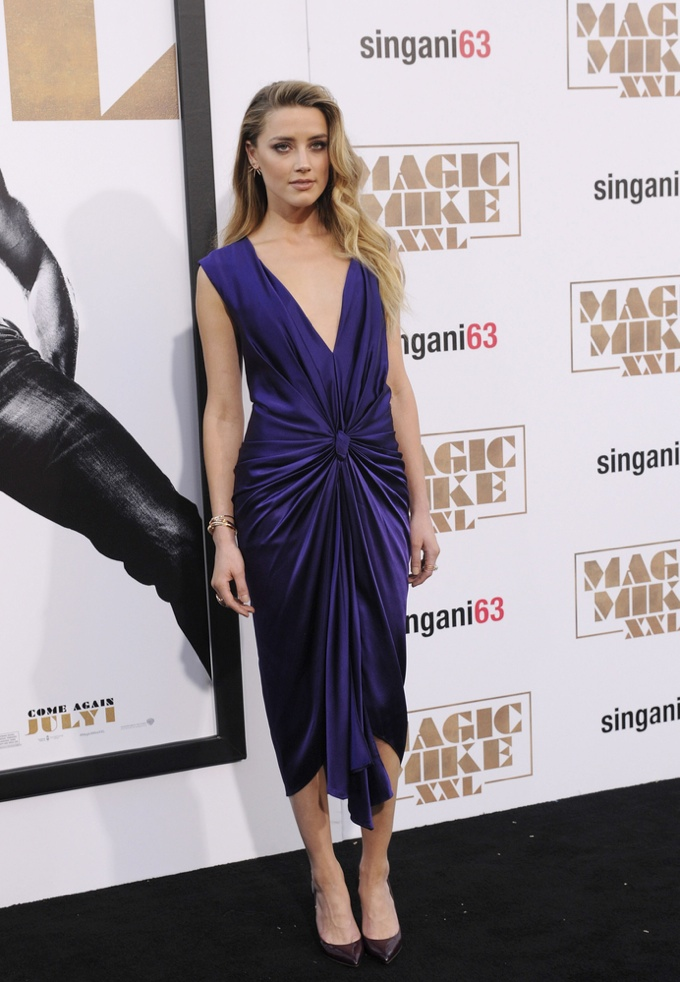 Amber-Heard-Purple-Monique-Lhuillier-Dress