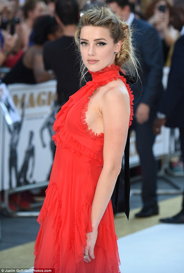 amber-heard-magic-mike-xxl-premiere-london-red-dress-platform-pumps-9
