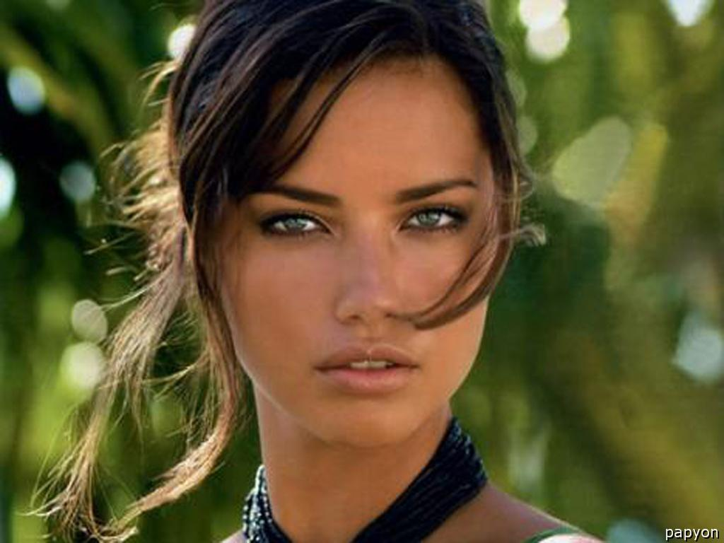 natural-adriana-lima-her-face-wallpaper