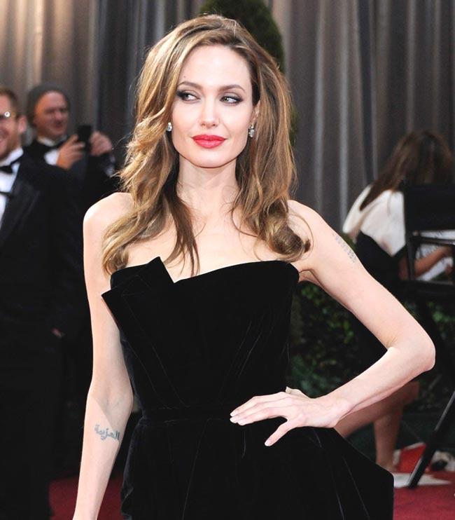 07-Angelina-Jolie-1