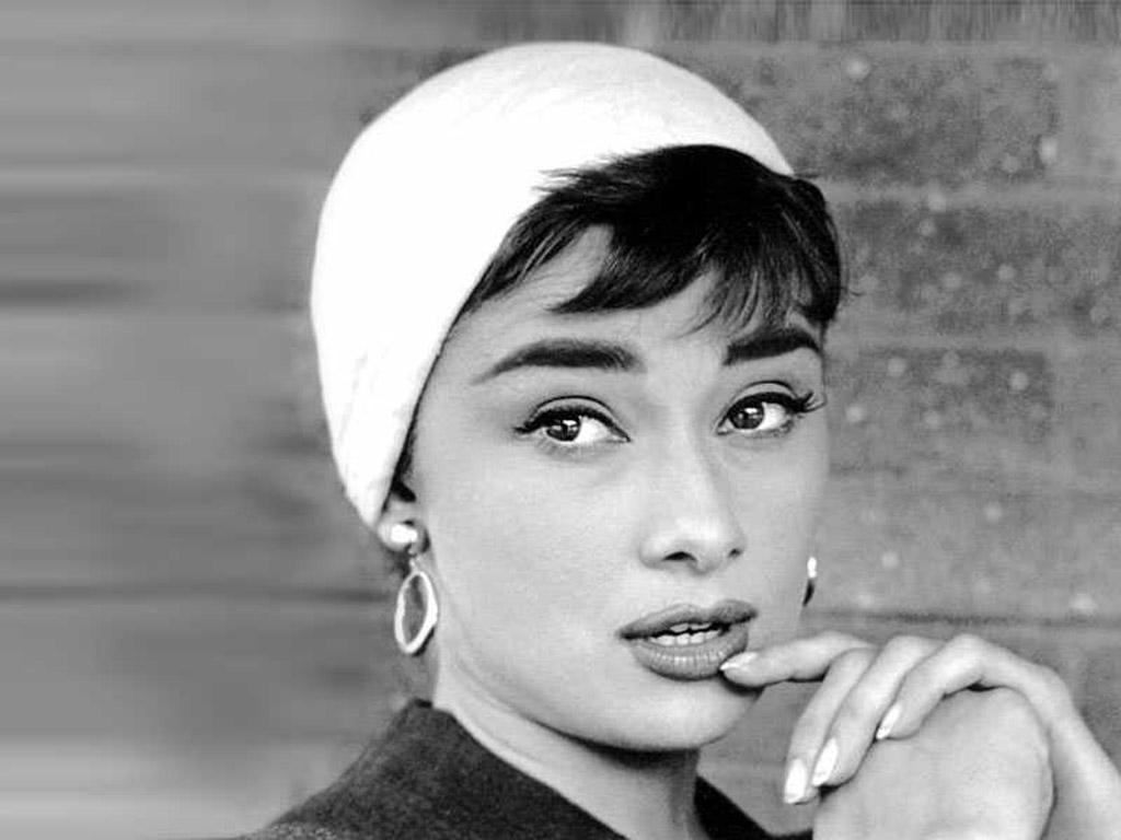 Audrey-Hepburn-Desktop