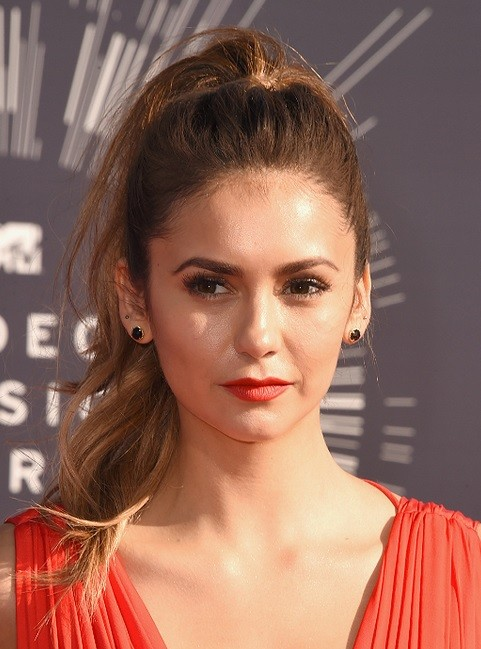 Nina-Dobrevs-High-Pony-Tail-At-VMA-2014