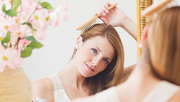 woman-brushing-hair-625km101013