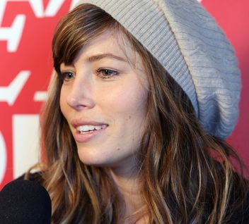 jessica-biel-hat-hair-square-w352