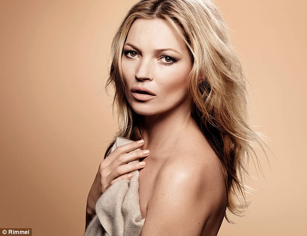2A608A1500000578-3154852-A_near_naked_Kate_Moss_41_showcases_her_natural_beauty_in_a_new_-a-8_1436449304007