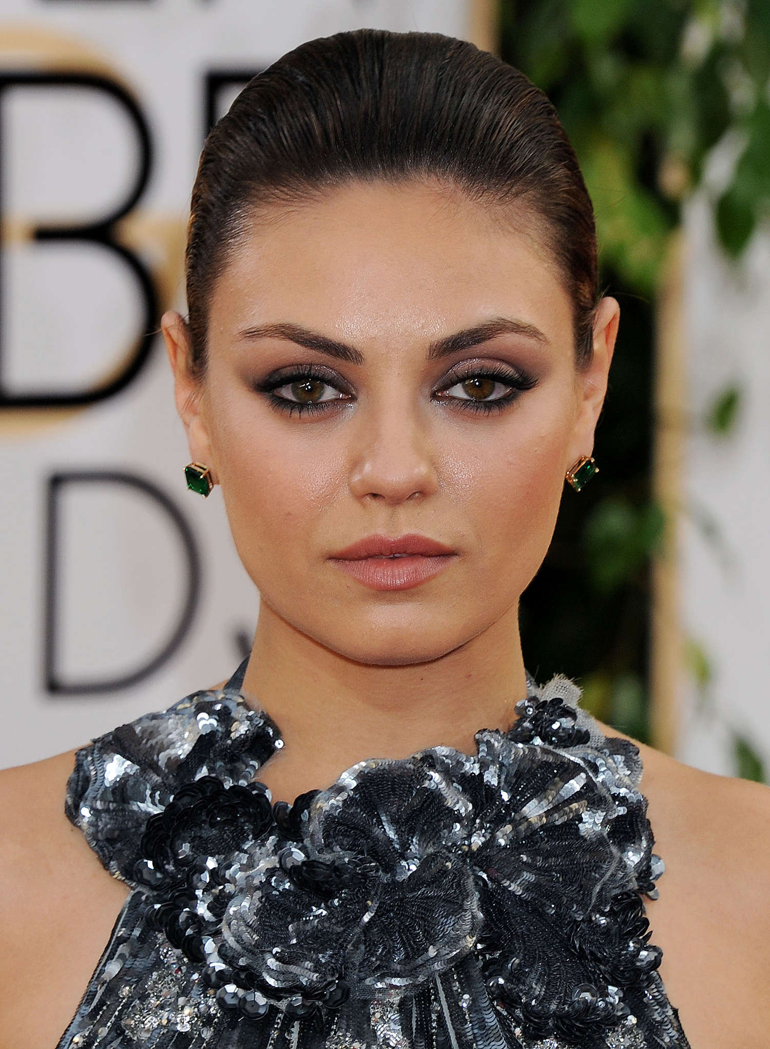 Mila-Kunis--Golden-Globe-2014-Awards--03