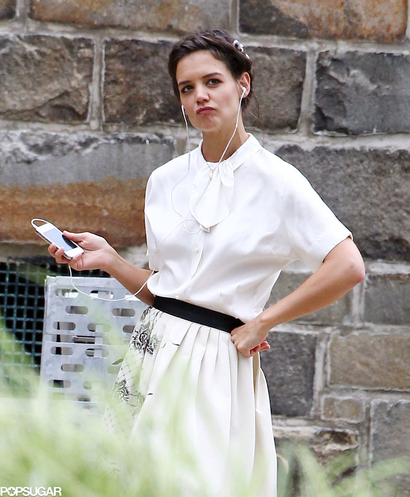 Katie-Holmes-struck-sassy-pose-while-listening-music-set