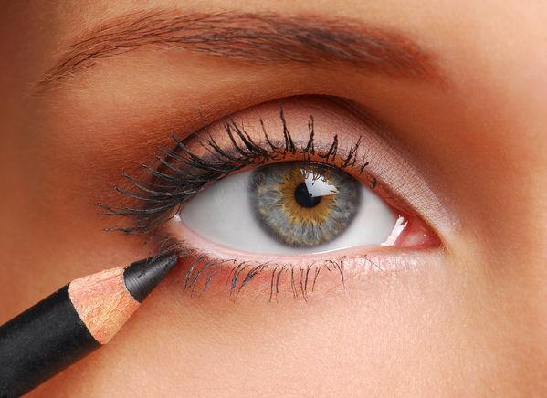 Best-eyeliner-pencils-for-Valentine-Day