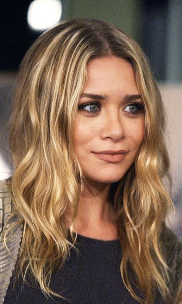 Olsens-Anonymous-Blog-Mary-Kate-Ashley-Olsen-Beauty-Close-Up-Earthy-Neutrals-Wavy-Hair-Matte-Lips-1