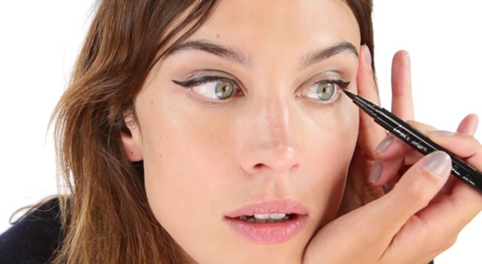 alexa-chung-eyeliner-01