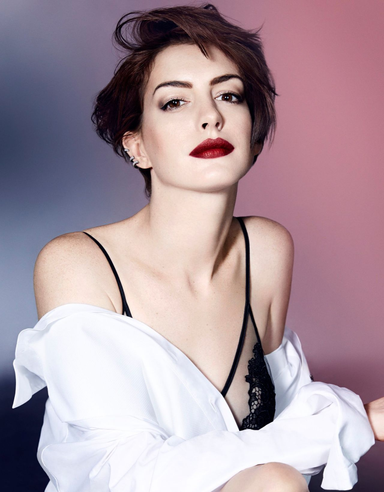 anne-hathaway-photoshoot-for-elle-magazine-uk-november-2014-issue_1