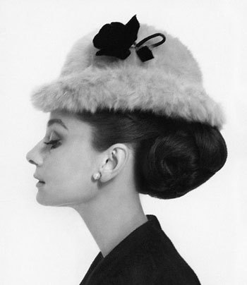 audrey-hepburn-white-fur-hat-portrait