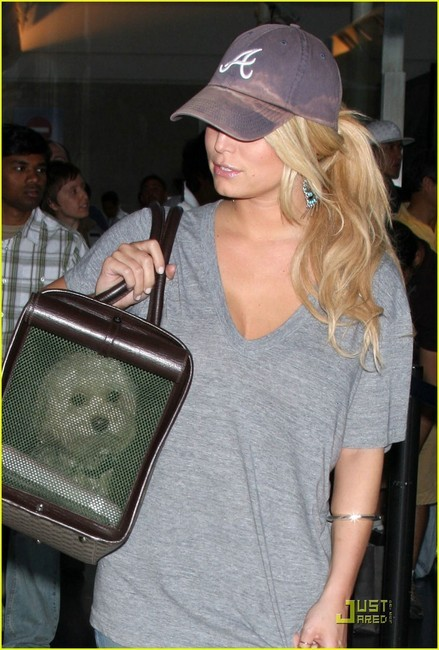 jessica-simpson-and-atlanta-braves-baseball-cap-gallery