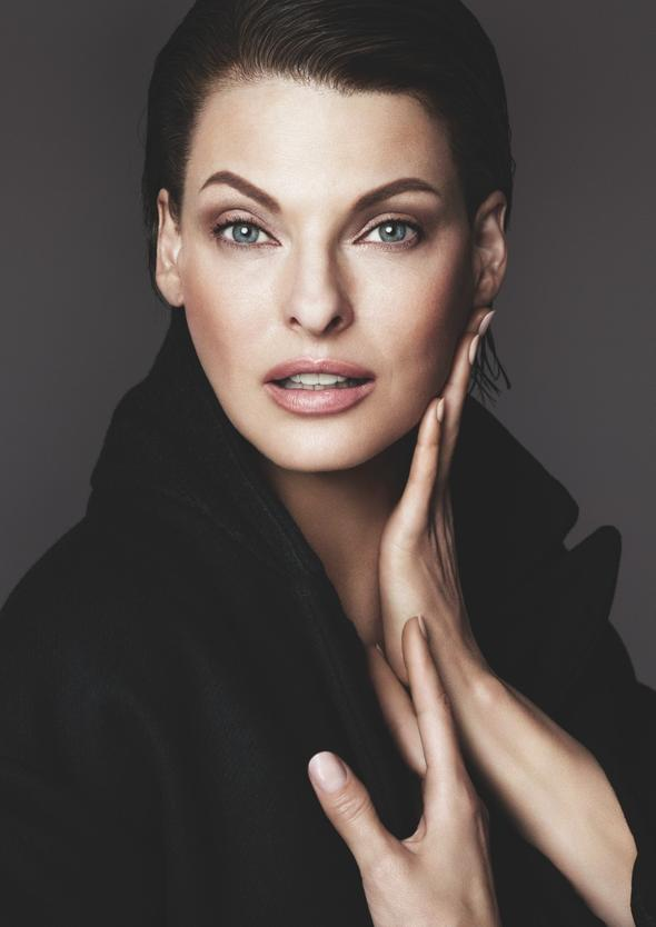 linda-evangelista-dolce-gabbana-foundation-campaign