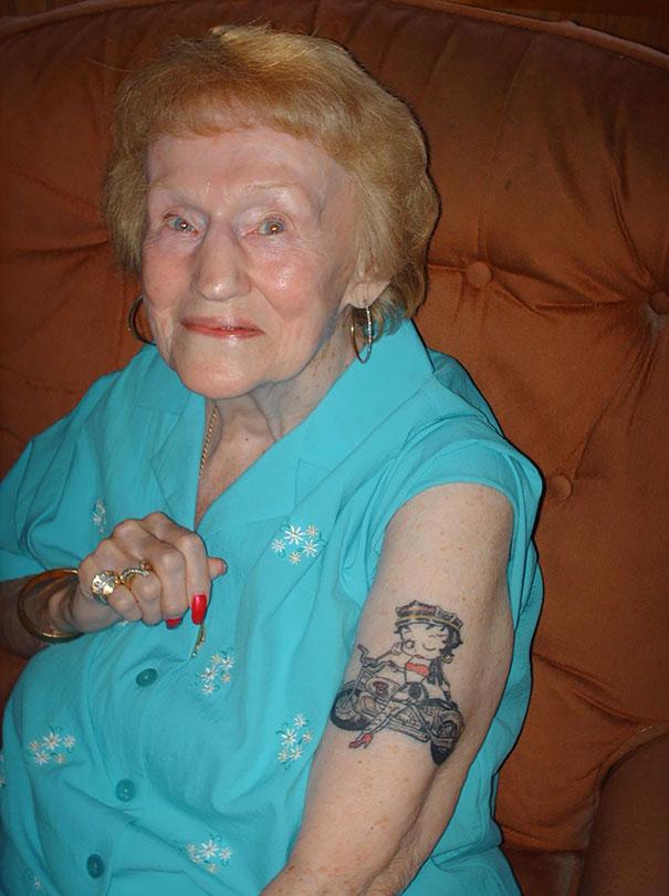 tattooed-elderly-people-1__605