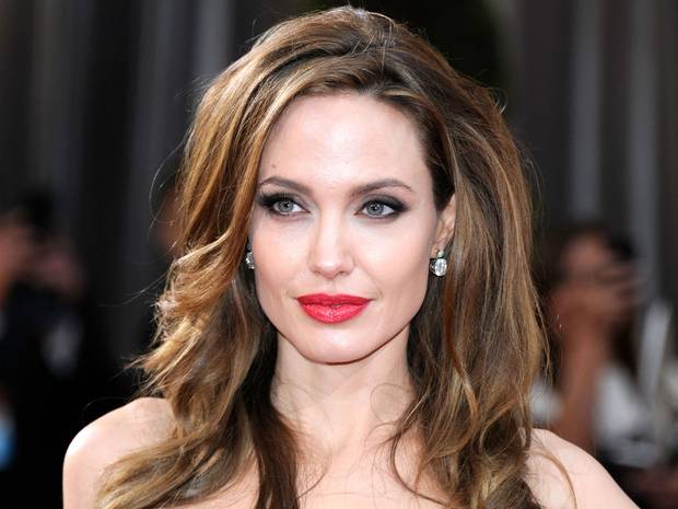 updo_Angelina-Jolie-40-anni-di-bellezza-e-successi