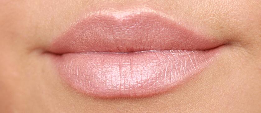 kim-kardashian-makeup-look-lips