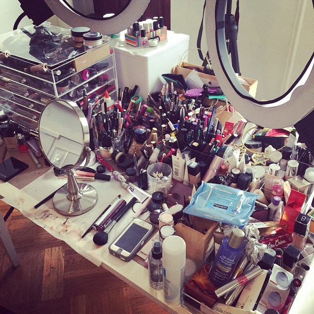 Super Accumulatrici seriali di make-up: chi sono le make-up hoarders? AW86