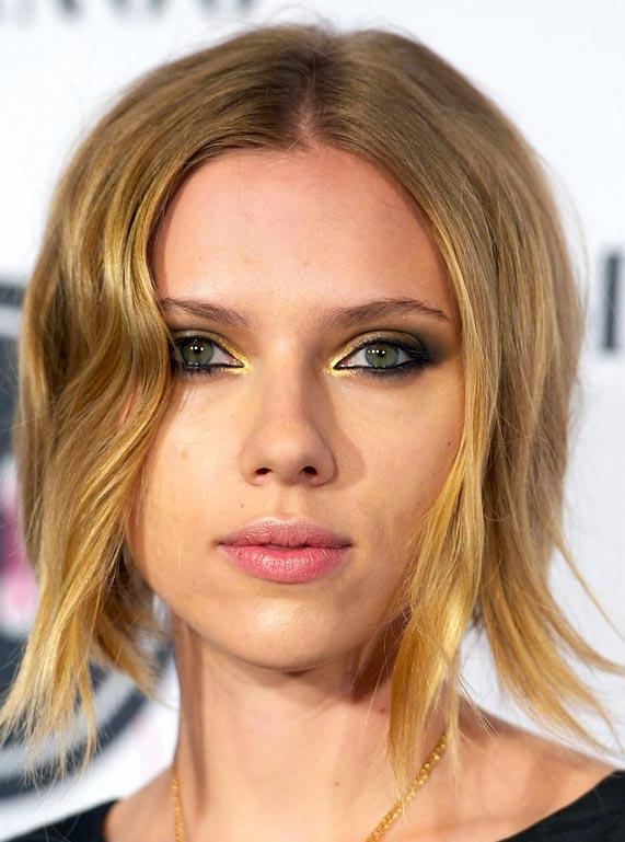scarlett-johansson-smoky-gilded-eyes-beauty-how-to