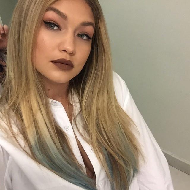 Gigi-Hadid-Blue-Hair
