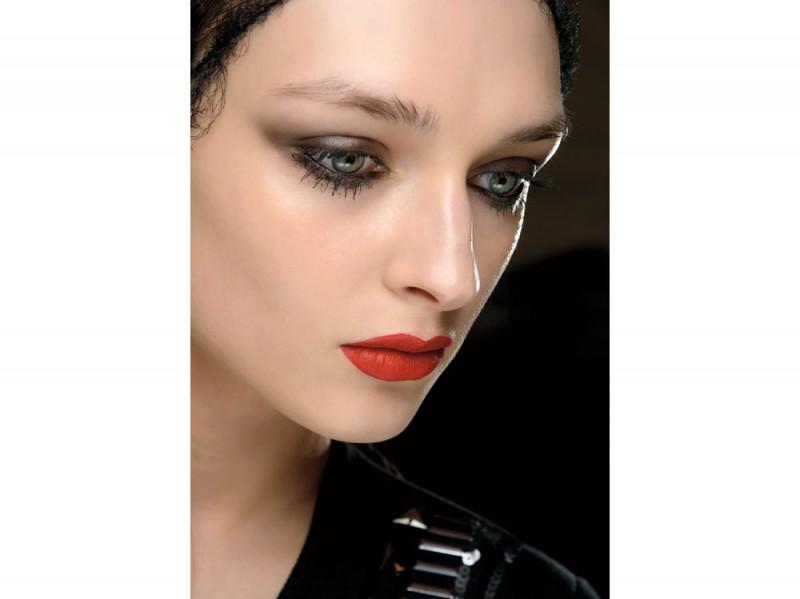 ISP-tendenza-trucco-occhi-mac-cosmetics-autunno-inverno-2015-2016-sfilata-m-lhuillier-800x599