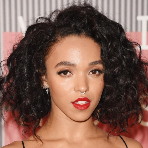 singer-fka-twigs-attends-2015-mtv-video-music-awards-microsoft-theater-august-30-2015-los_520x520_65
