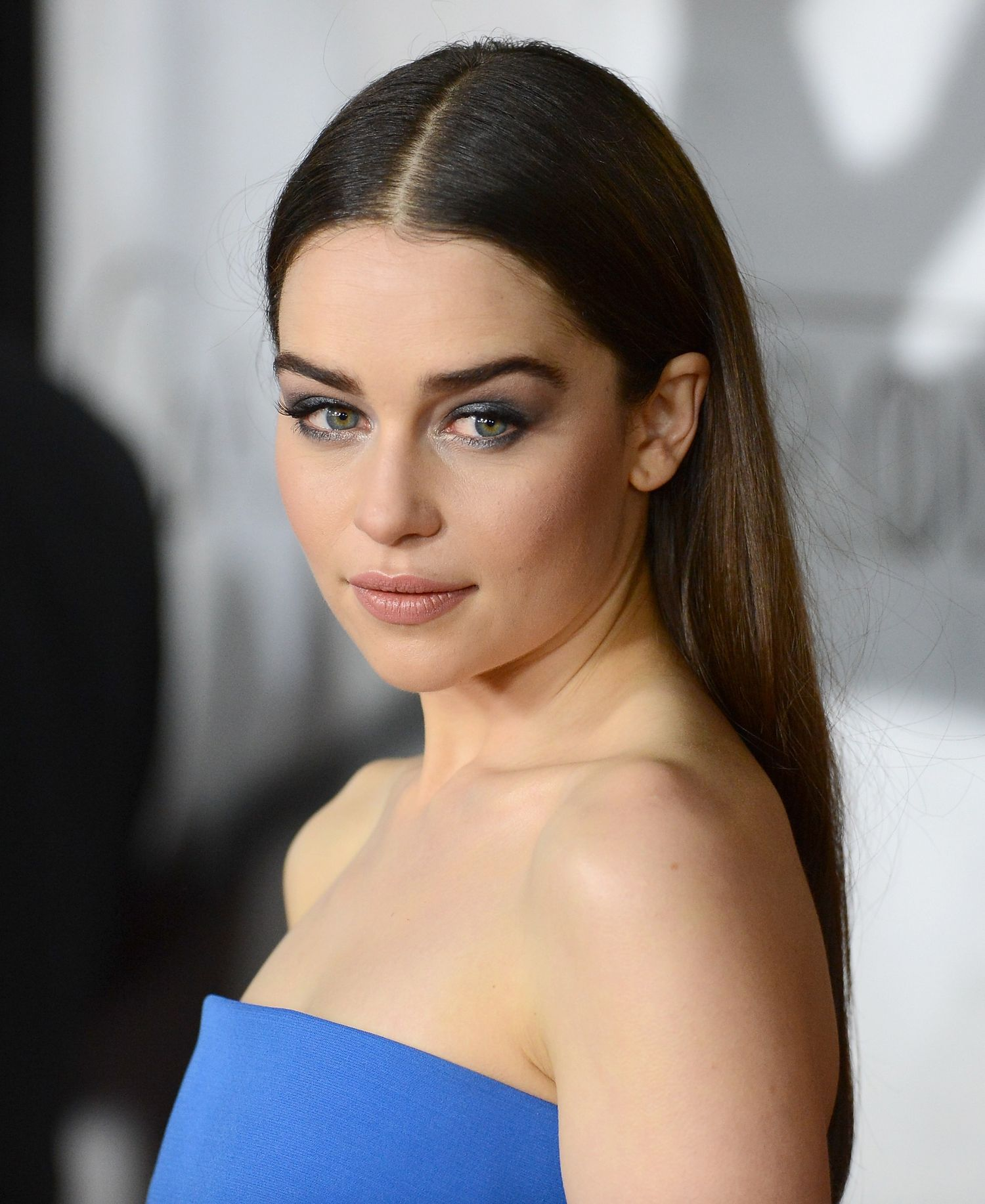 brunette_emilia-clarke-game-of-thrones-premiere-eye-makeup-main