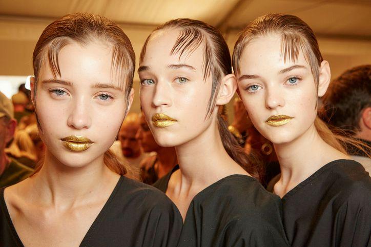 prada-spring-2016-gold-lips-3-w724