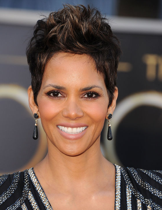 oscars-2013-beauty-halle-berry-revlon-h724